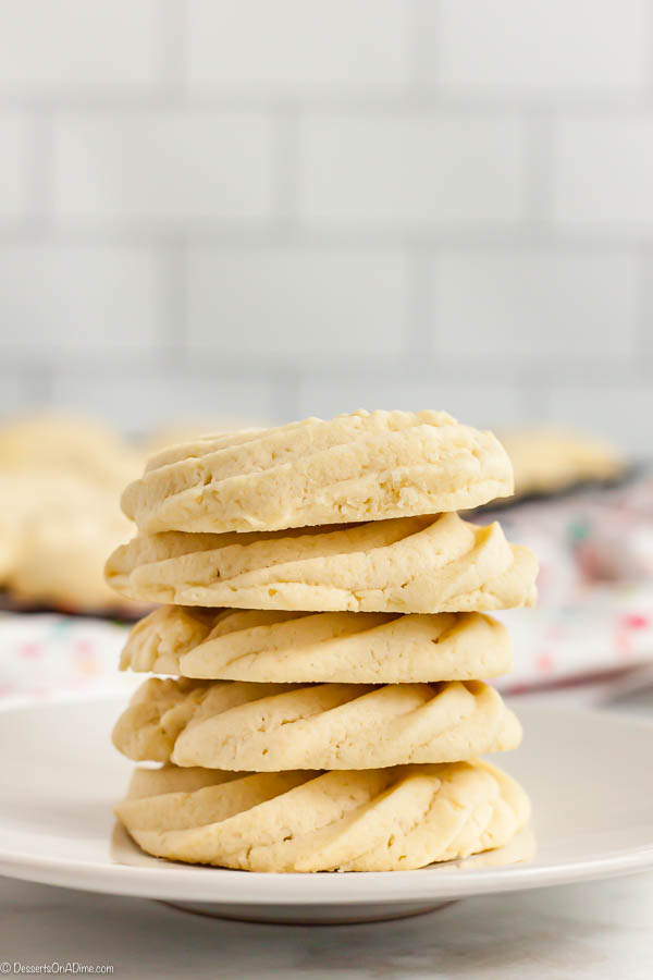 With just a few ingredients, Butter Cookies Recipe comes together quickly for a tasty and gorgeous treat.  Easy butter cookies are so pretty and delicious.