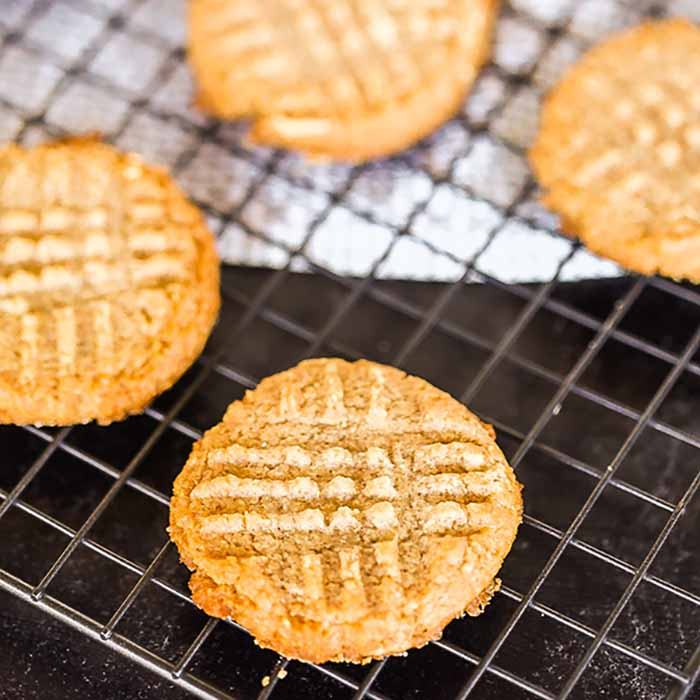 Keto Peanut Butter Cookies makes it possible to enjoy delicious cookies while following a keto diet. These are so easy and you only need a few ingredients.