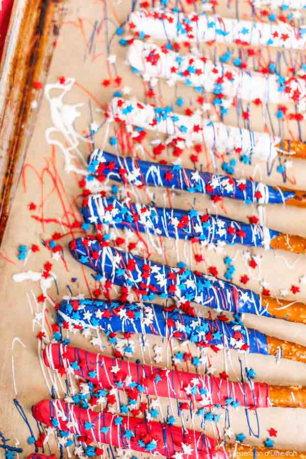 Make these 4th of July chocolate dipped pretzel rods for a red, white and blue treat sure to impress. This recipe is so easy but looks amazing.