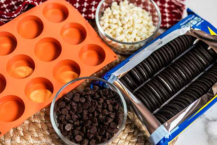 We are going to show you how to make chocolate covered oreos for the best treat. Make perfectly chocolate covered oreos every time with this simple recipe!