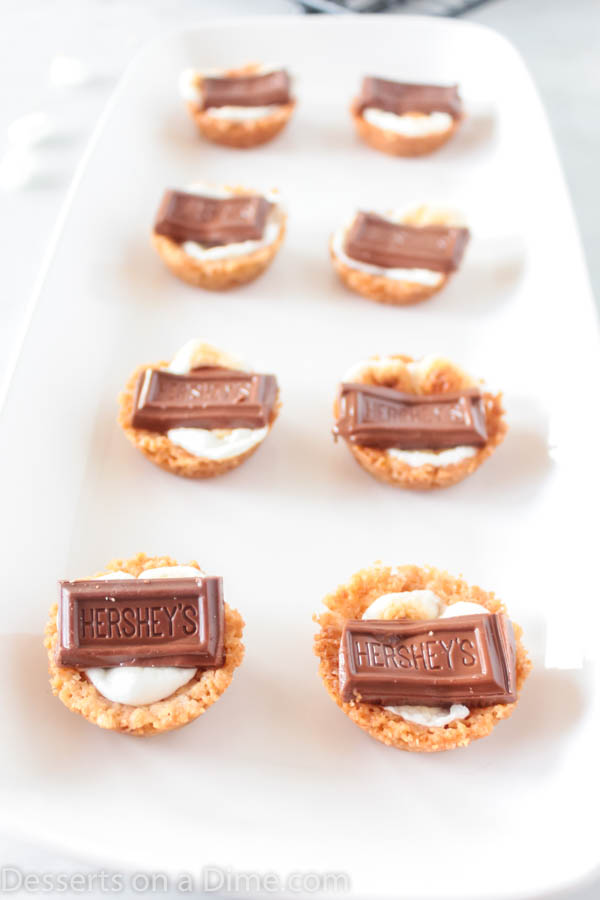 S'mores cookie cups are bite size treats with everything you love about s'mores. Make these mini s'mores bites with only 5 ingredients for a tasty recipe.